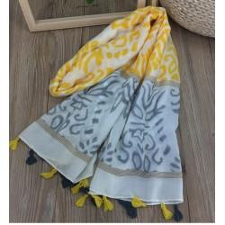 Foulard jaune et gris à pompons