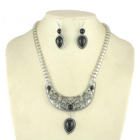 ensemble bijoux collier et boucles d'oreille noires
